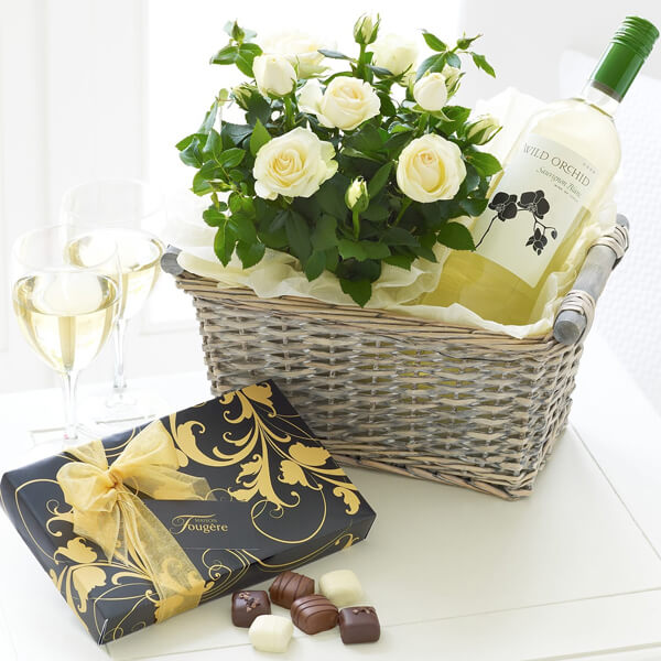 gift_basket_with_wine