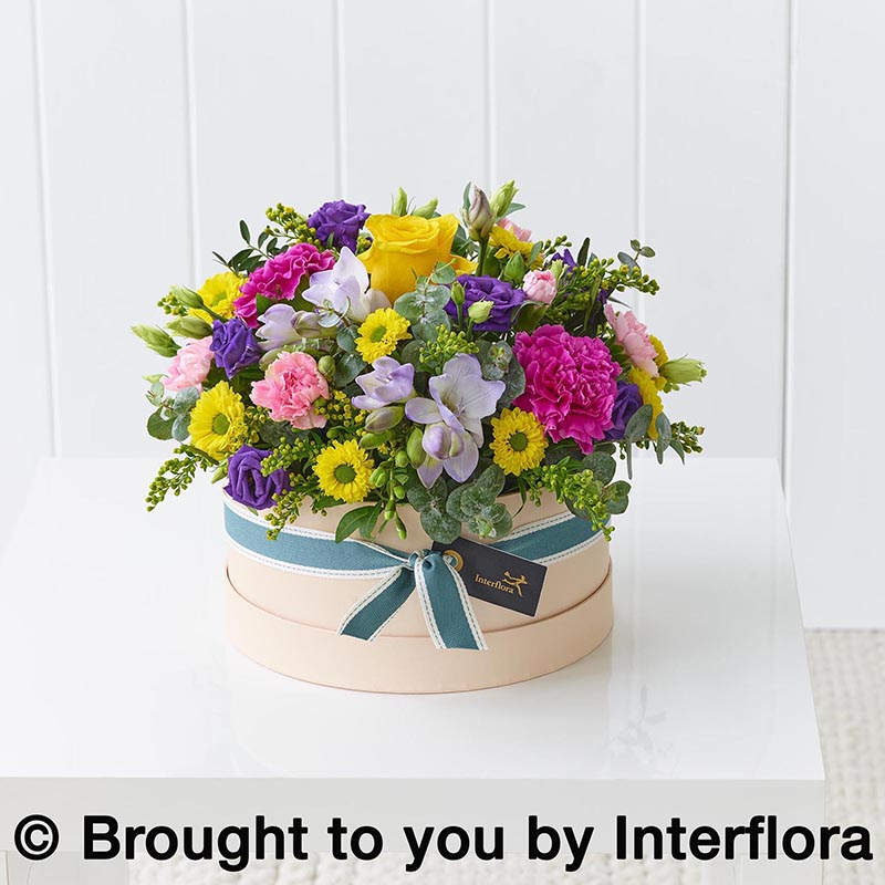 Hatbox with spring colours